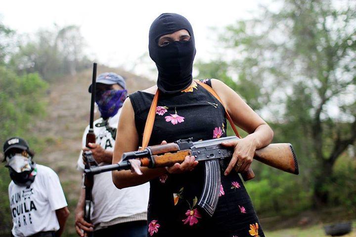 Policías comunitarios, grupos de autodefensa y paramilitares