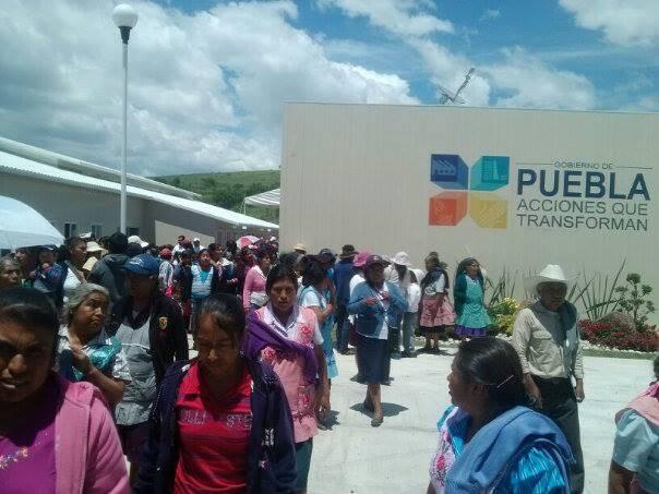Personal de Oportunidades retienen a indígenas en Azumiatla, Puebla
