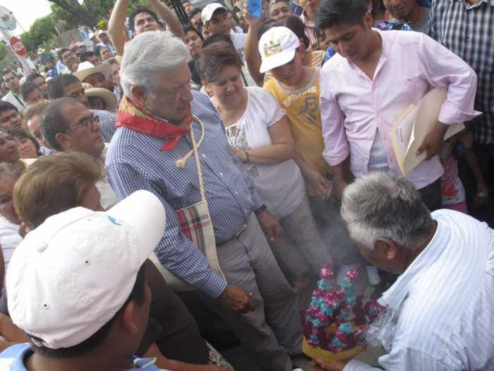 Sólo con el pueblo se frenará la reforma energética: AMLO en Chicontepec