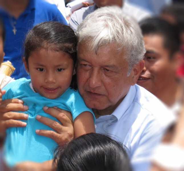 México está desgarrado hasta las entrañas por las políticas privatizadoras: AMLO