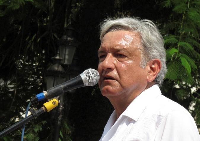 AMLO manifestó su apoyo a los maestros que protestan en contra de la reforma de Peña
