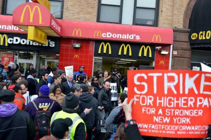 Empleados de McDonald's y Burger King en EU van a huelga por bajos salarios