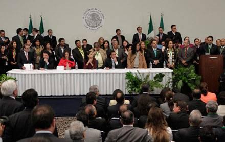 Diputados sesionan en el Centro Banamex