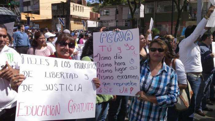 Maestros de Veracruz en rechazo a la Reforma educativa.