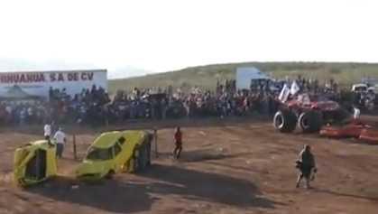 """Trágico espectáculo de """"trocas monstruo"""" deja muertes en Chihuahua"""