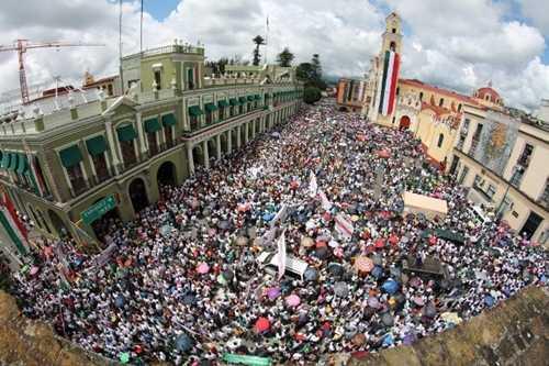Veracruz: Maestros y padres de familia consensan resistir la Reforma educativa