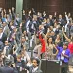 Diputados adjudican 4.4 millones más para reparar autos de grupos parlamentarios