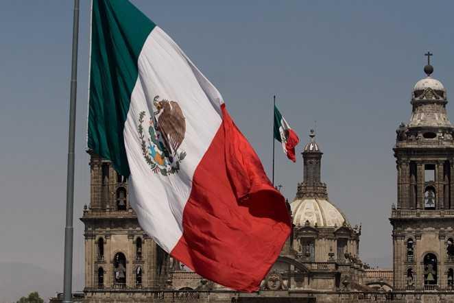 El Toque de Bandera en México