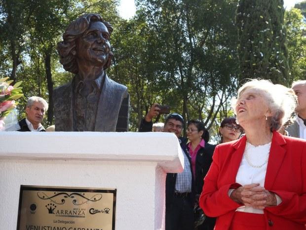 El país se levanta y podemos ganar, por eso estoy con López Obrador: Poniatowska