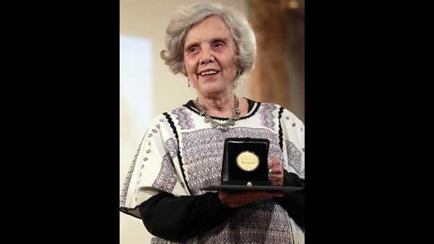 Elena Poniatowska recibe la Medalla Bellas Artes