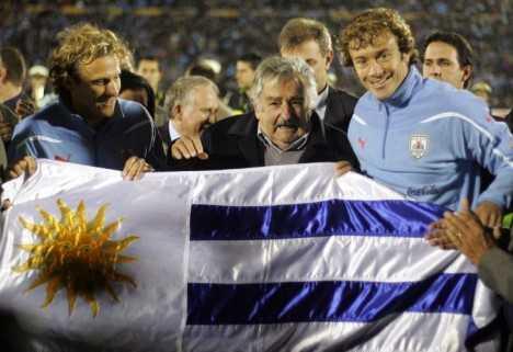 Mujica retira a policías de los estadios de Fútbol