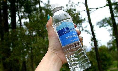 Prohíben en San Francisco EU, venta de agua embotellada