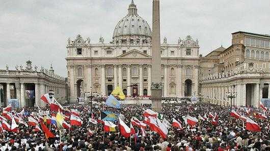 Canonización de Juan Pablo II, fue patrocinado por bancos y petroleras