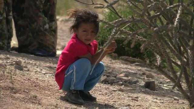 Niños y adolescentes migrantes arriesgan la vida en la frontera