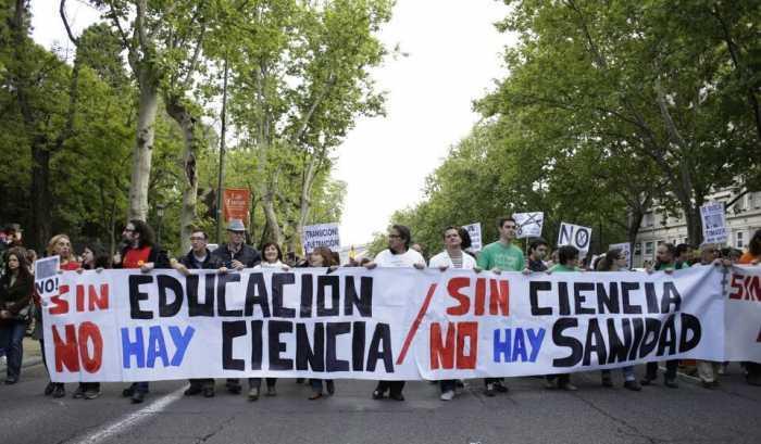 Miles marchan en defensa de lo público y vs recortes en España