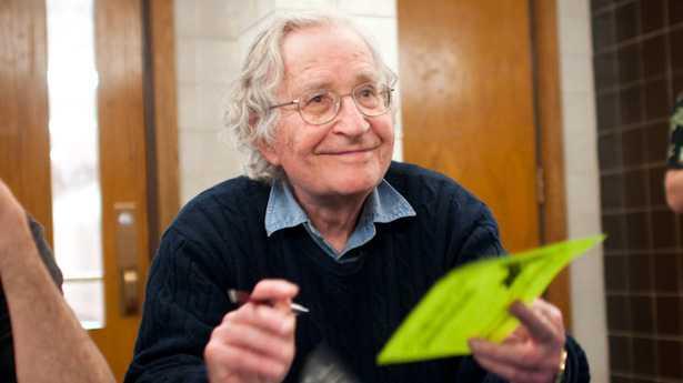 Chomsky: Estados Unidos es el ejemplo de una sociedad depredadora