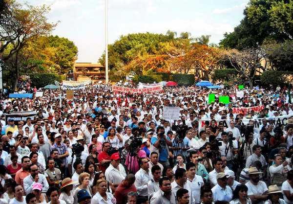 Miles de morelenses piden renuncia de Graco Ramírez