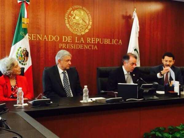 AMLO y Elena Poniatowska solicitan al Senado se consulte al pueblo de México