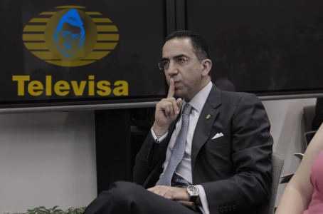 'Si bajan mi salario, tendría que robar': Javier Lozano