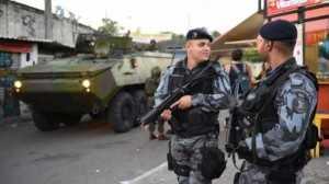 militares favelas 3