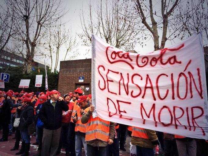 Protesta contra Coca Cola en partido de Rafa Nadal