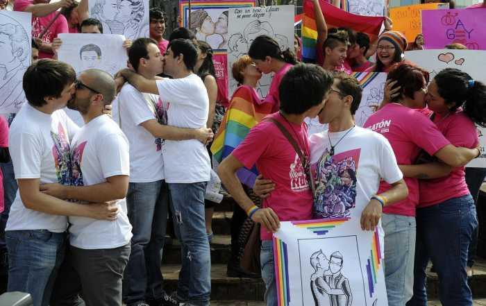 PAN aprovecha mundial para perseguir a minorías