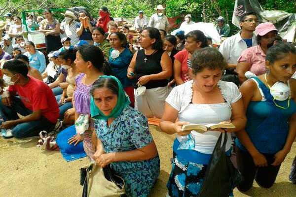 Policias desalojan a comunidad campesina en Guatemala