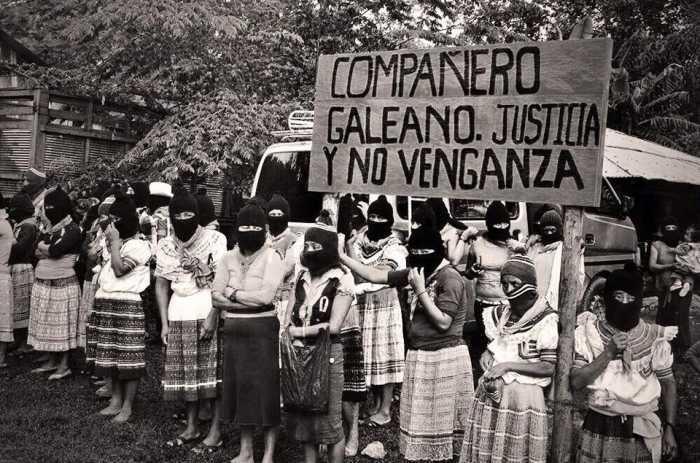 Mujeres zapatistas en homenaje a Galeano en La Realidad