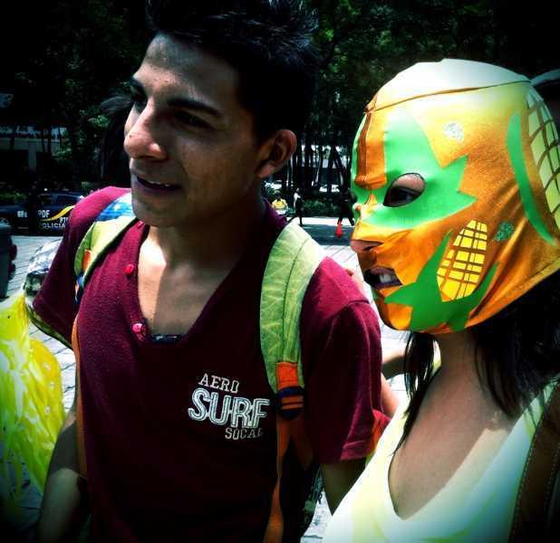 Luchadores se suben al ring en contra de la Reforma Energética