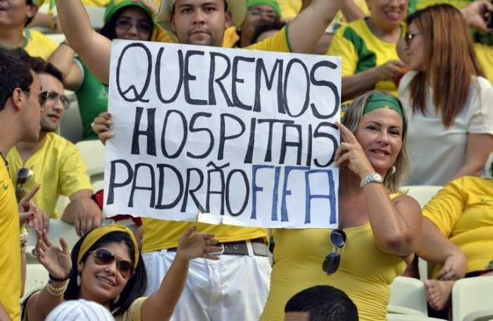 Manifestantes brasileños piden más hospitales y menos FIFA