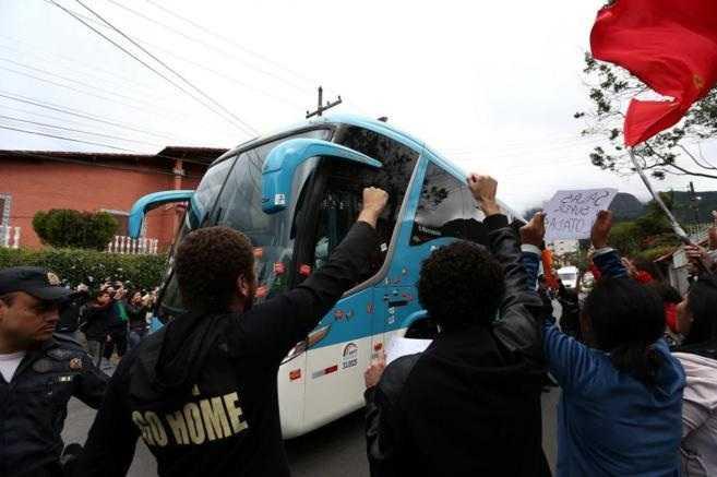 Neymar no vale más que un maestro: Protestas en Brasil