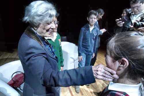 Elena Poniatowska, ayer, durante la entrega del primer Premio de Cuento que lleva su nombre. El acto se efectuó en el Foro Cultural dedicado a la escritora en el DF Foto Cristina Rodríguez
