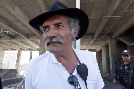 Policías comunitarias de Michoacán reconocen a Mireles como líder