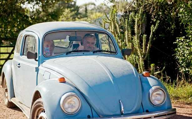Mujica firma ley que regula la producción y consumo de marihuana en Uruguay