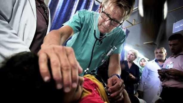 Mads Gilbert: Médico noruego invita a Obama a pasar una noche en Gaza