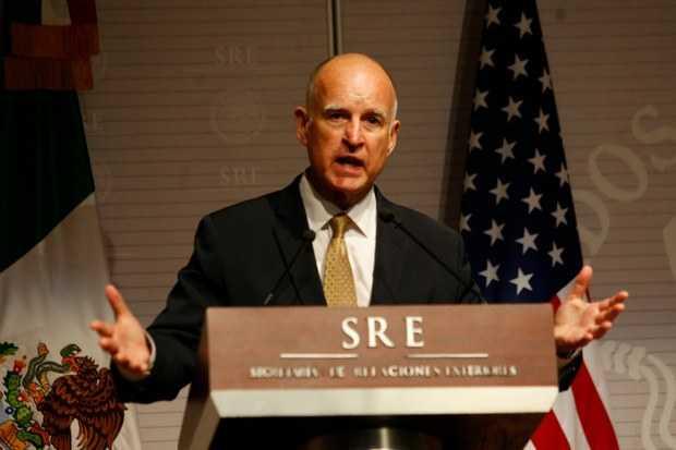 """Gobernador de California a México: """"mano dura a petroleras o se los van a comer vivos"""""""