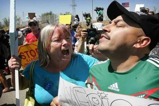 Lupillo Rivera, agredido por anti-inmigrantes en EU
