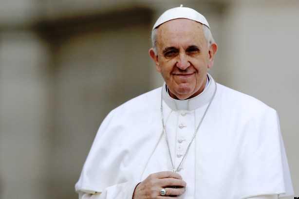 """Papa arremete contra la """"desigualdad entre ricos y pobres"""" y la """"idolatría a la riqueza"""""""