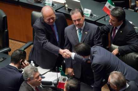 Exabruptos efímeros de Romero Deschamps y debate de sordos en Comisiones Energéticas