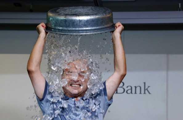 El balde de agua fría no cura la Esclerosis Lateral Amiotrófica