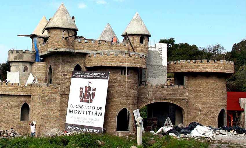 Fotos del castillo de senador del PAN en Colima
