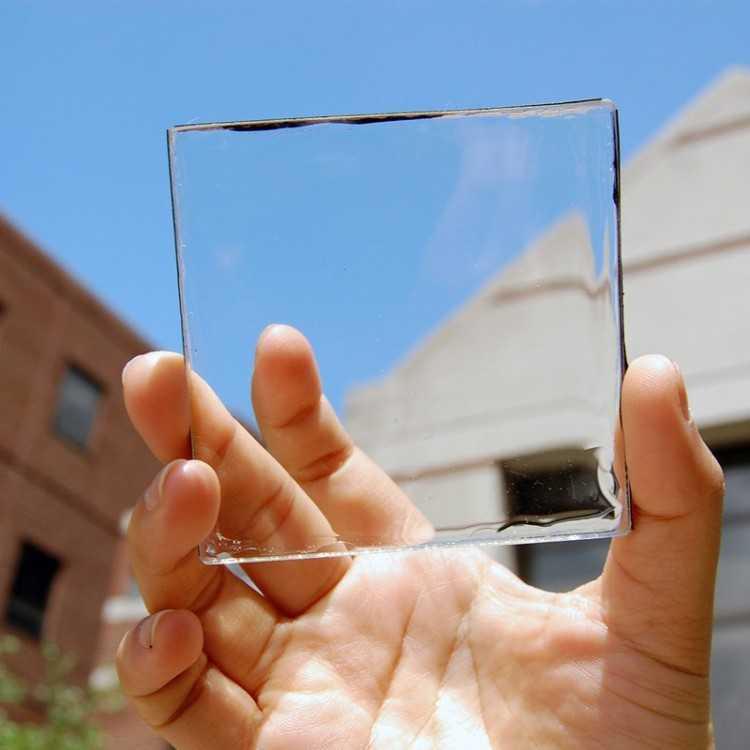 Desarrollan el primer panel solar transparente