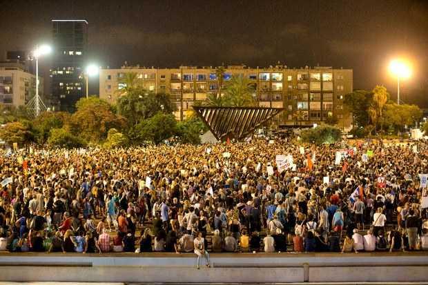 Miles de israelíes exigen reanudar negociaciones de paz en Gaza