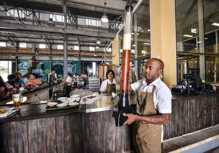 Cuba sufre escasez de cerveza en medio de ola de calor