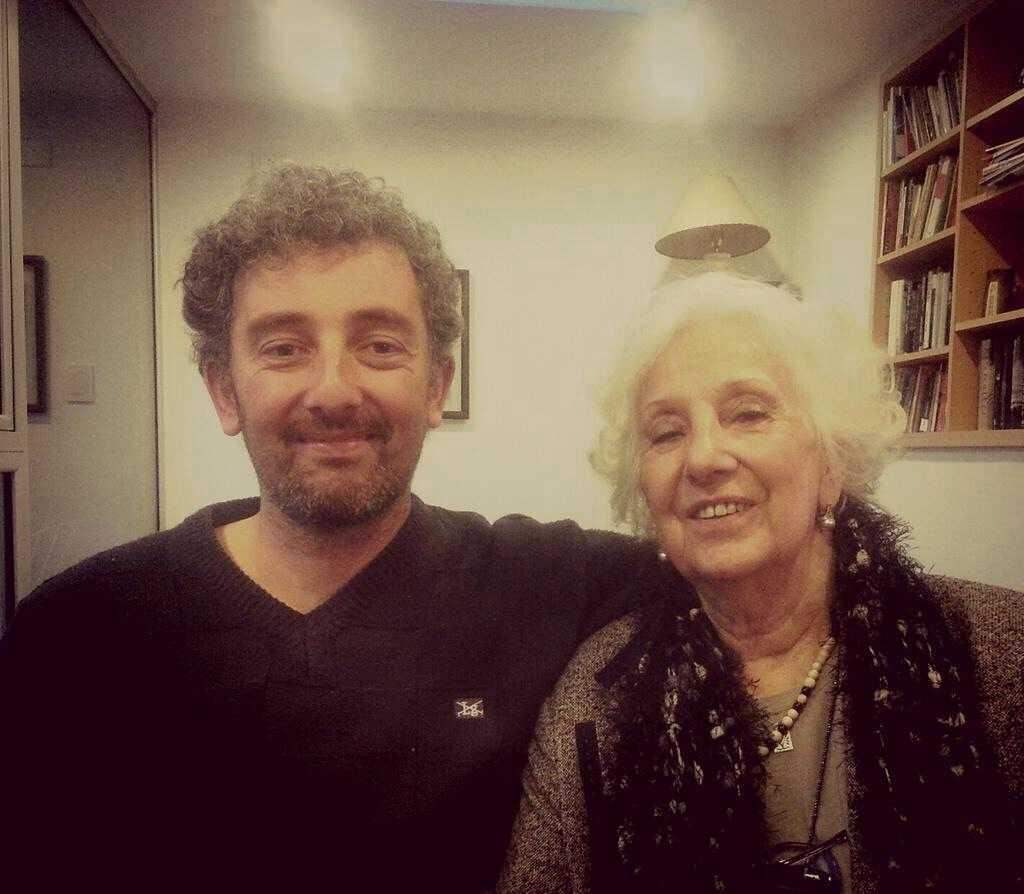 Nieto de Estela difunde foto con su abuela