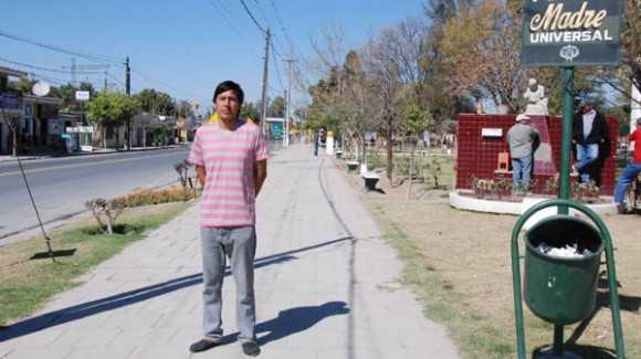 Joven pobre agradece a Cuba por lograr recibirse de médico