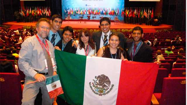 Mexicanos obtienen medallas de plata y bronce en olimpiada de química