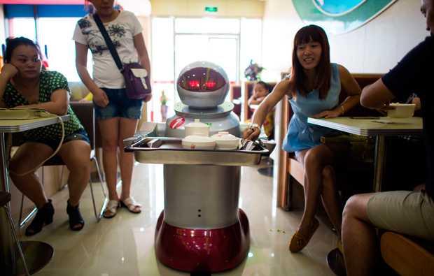 Seis personas pierden su trabajo por uso de robot