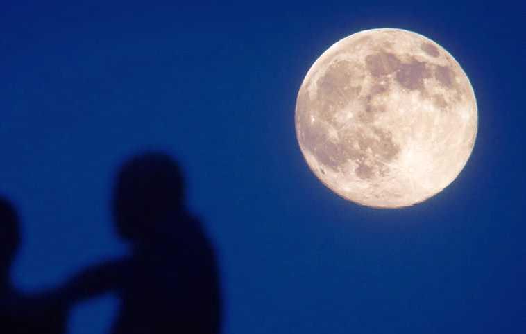 La Luna se aleja cuatro centímetros al año de la Tierra
