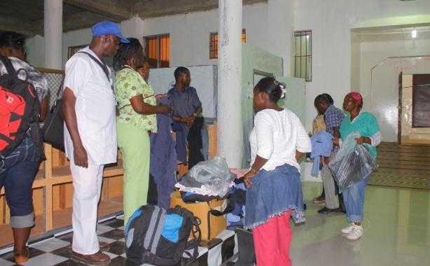 Médicos cubanos llegan a Sierra Leona para combatir el ébola